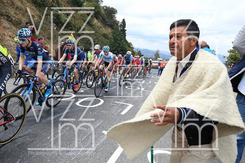 EL VERJON - COLOMBIA, 16-02-2020: Aficionados animan a los ciclistas durante la sexta etapa del Tour Colombia 2.1 2020 con un recorrido de 182,6 km que se corrió entre Zipaquirá y El Once Verjón, Cundinamarca. / Supportes of cycling cheer for the riders during the sixth stage of 182,6 km as part of Tour Colombia 2.1 2020 that ran between Zipaquira and El Once Verjon, Cundinamarca.  Photo: VizzorImage / Darlin Bejarano / Cont