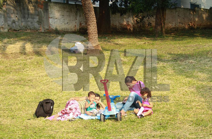 SÃO PAULO, SP 28 DE ABRIL DE 2013 - MOVIMENTACAO MUSEU DO IPEIRANGA - Movimentação intensa em dia de calor no Museu do Ipiranga e Parque da Independência no bairro do Ipiranga nessa tarde de domingo, 28.FOTO: MICHELLE SPREA/BRAZIL PHOTO PRESS.