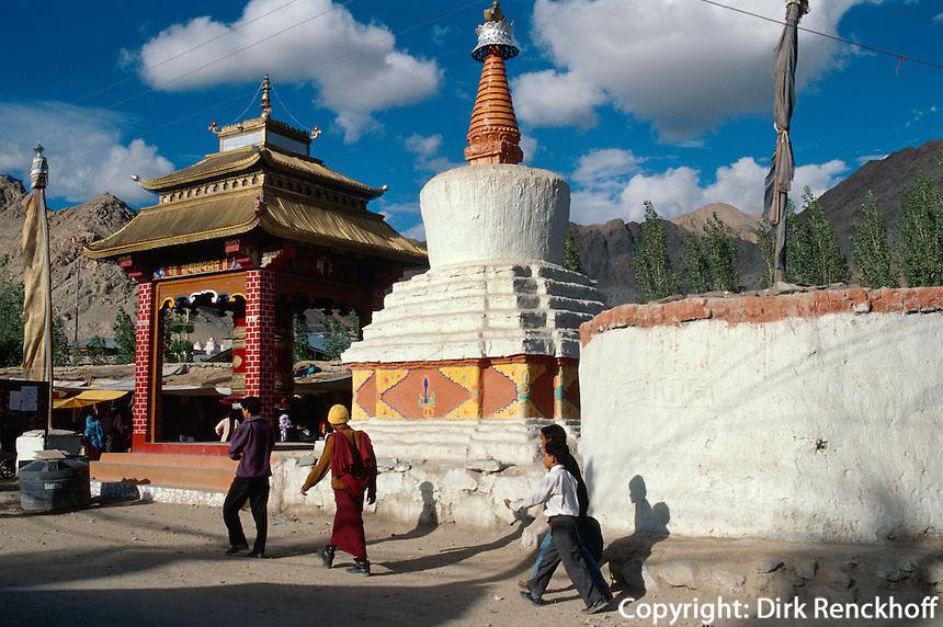 Stupa und Gebetsmühle in Leh, Ladakh (Jammu+Kashmir), Indien