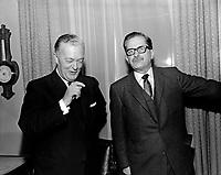 Jean Lesage et Daniel Johnson<br /> entre le 28 nov au 4 dec 1966<br /> <br /> Photographe: Photo Moderne<br /> <br />  - Agence Quebec Presse