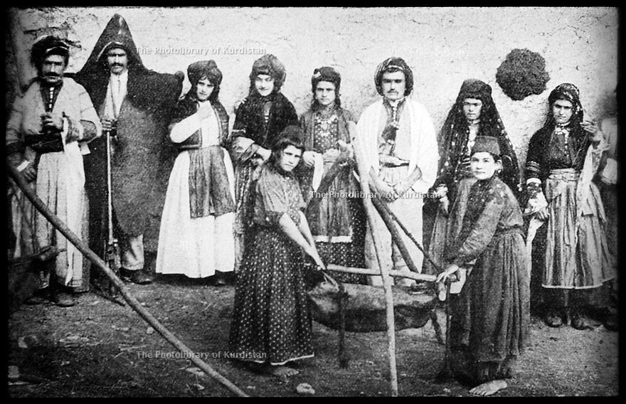Ottoman Empire 1910?  In Mush region, Kurds and cow farming in the mountains<br /> Empire Ottoman 1910?  Dans la region de Mush, Kurdes eleveurs de vache dans les montagnes