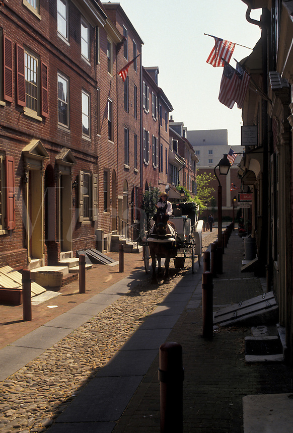 AJ4312, Philadelphia, Elfreth's Alley, horse-drawn carriage, Pennsylvania, Horse-drawn carriage rides along the narrow street of Elfreth's Alley in historical downtown Philadelphia in the state of Pennsylvania.
