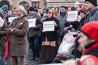 """Am 31. Januar 2015 protestierten auf dem Staromestske Namesti-Platz (Alststaetter Markt / Old Town Square) in Prag Vertreter verschiedener Religionen, Antifaschisten, Sinti und Roma mit einem Gottesdienst, Gesaengen gegen eine Kundgebung von ca. 500 Prager Pegida-Anhaengern. Auf Plakaten und Schildern wurde sich zum Teil ueber die Islamophobie der Pegida-Anhaenger lustig gemacht. Beide Veranstaltungen fanden gleichzeitig nebeneinander auf dem Platz  statt. Aus der Pegida-Kundgebung kamen immer wieder heftige Beschimpfungen und Neonazis versuchten Gegendemonstranten ein Transparent zu entreissen.<br /> Wie in Deutschland bestehen die Pegida auch in Prag aus Neonazis, Hooligans, Islamsfeinde und sog. """"Besorgten Buergern"""".<br /> Im Bild: Muslimische Frauen mit Schildern gegen Pegida.<br /> 31.1.2015, Prag<br /> [Inhaltsveraendernde Manipulation des Fotos nur nach ausdruecklicher Genehmigung des Fotografen. Vereinbarungen ueber Abtretung von Persoenlichkeitsrechten/Model Release der abgebildeten Person/Personen liegen nicht vor. NO MODEL RELEASE! Nur fuer Redaktionelle Zwecke. Don't publish without copyright Christian-Ditsch.de, Veroeffentlichung nur mit Fotografennennung, sowie gegen Honorar, MwSt. und Beleg. Konto: I N G - D i B a, IBAN DE58500105175400192269, BIC INGDDEFFXXX, Kontakt: post@christian-ditsch.de<br /> Bei der Bearbeitung der Dateiinformationen darf die Urheberkennzeichnung in den EXIF- und  IPTC-Daten nicht entfernt werden, diese sind in digitalen Medien nach §95c UrhG rechtlich geschuetzt. Der Urhebervermerk wird gemaess §13 UrhG verlangt.]"""