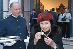 Asta Sotheby alla Casina dell'Aurora a Palazzo Pallavicini a Roma: gentildonna che mangia