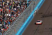 Monster Energy NASCAR Cup Series<br /> Can-Am 500<br /> Phoenix Raceway, Avondale, AZ USA<br /> Sunday 12 November 2017<br /> Matt Kenseth, Joe Gibbs Racing, Circle K Toyota Camry, victory lap, fans<br /> World Copyright: Michael L. Levitt<br /> LAT Images