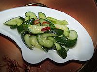 koreanischer Gurkensalat, Pyongyang, Nordkorea, Asien<br /> Korean cucumber salad, Pyonyang, North Korea, Asia