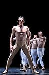 TROISIEME SYMPHONIE DE GUSTAV MAHLER....Choregraphie : NEUMEIER John..Decor : NEUMEIER John..Lumiere : NEUMEIER John..Avec :..LE RICHE Nicolas..Lieu : Opera Bastille..Ville : Paris..Le : 11 03 2009..© Laurent PAILLIER / photosdedanse.com