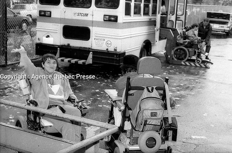 TRansport d'handicappes<br /> , 1995<br /> <br /> PHOTO :   agence Quebec Presse  -  Fond Chronopresse