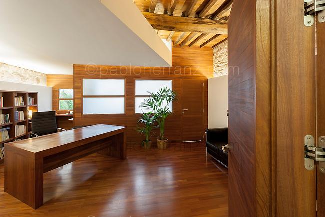 Sinergia de Especialistas en Arquitectura. Oficina Ferrol. Arquitecto: Carlos Graña.