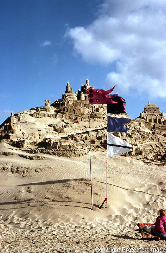 San Diego: Sand Castle, Pacific Beach.  Photo '85.