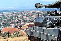 - Kosovo, checkpoint of the German army with a Leopard 2 tank near the town of Orahovac....- Kossovo, checkpoint dell'esercito tedesco con un carro armato Leopard 2 presso la città di Orahovac