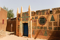 NIGER Zinder, old quarter Bimi, houses in Hausa style and decor / Altstadt Viertel in Bauweise der Haussa Tradition