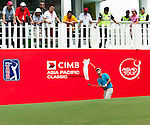 Fredrik Jacobson in action on the eighteenth green during Round 1 of the CIMB Asia Pacific Classic 2011.  Photo © Andy Jones / PSI for Carbon Worldwide