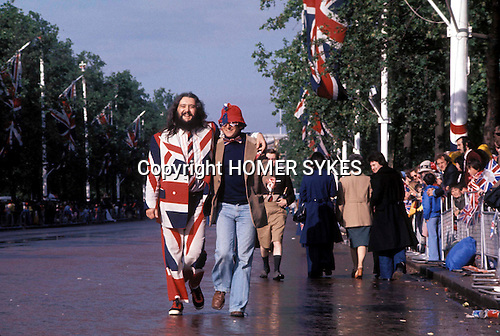 Silver Jubilee celebrations, London 1977.Uk The Mall, man wearing Union Jack flag suit clothes.