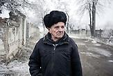 """Jakov Nikolaewitsch, Rentner, Myroniwski, 68 Jahre: """"Der hat Waffenstillstand begonnen, aber sie schießen immer noch. Das geht schon die ganze Nacht und den ganzen Tag so. Ich bin allein hier. Es wohnen noch einige Leute hier in Myronivskyi, das Geschäft ist manchmal noch offen, aber es gibt kein Brot. Die ganze Zeit wird geschossen…"""""""