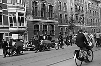 Photo from the NIOD's Huizinga collection. Evacuation of residents of The Hague and Wassenaar after the launch of German V2 missiles, Bezuidenhoutseweg.