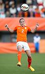 Nederland, Rotterdam, 20 mei 2015<br /> Oefeninterland voor WK Canada 2015<br /> Seizoen 2014-2015<br /> Nederland-Estland<br /> Desiree van Lunteren van Nederland in actie met bal