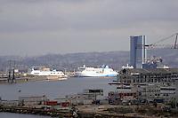 - Marsiglia, panorama del porto con la torre CMA CGM <br /> <br /> - Marseille, panorama of the port with tower CMA CGM