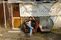 - illicit encampment of clandestine immigrants in a old abandoned farmhouse at Milan east periphery ....- accampamento abusivo di immigrati clandestini in una vecchia cascina abbandonata alla periferia est di Milano