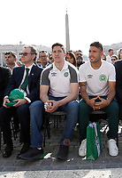 I giocatori di calcio Jackson Follmann (c) e Alan Ruschel (d) sopravvissuti al disastro aereo in cui perì la squadra brasiliana del Chapecoense, ed il Presidente del club Plinio David de Nes Filho (s) attendono l'inizio dell'udienza generale del mercoledì tenuta da Papa Francesco in Piazza San Pietro. Città del Vaticano, 30 agosto 2017.<br /> Soccer players Jackson Follmann (c) and Alan Ruschel (r) who survived when the plane carrying Brazilian soccer team Chapecoense crashed, and their club's president Plinio David de Nes Filho (l) attend Pope Francis' wednesday general audience in Saint Peter's square at the Vatican on August 30, 2017.<br /> UPDATE IMAGES PRESS/Isabella Bonotto<br /> <br /> STRICTLY ONLY FOR EDITORIAL USE