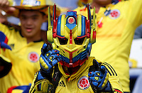 BARRANQUILLA  - COLOMBIA - 8-10-2015: Hinchas  de la seleccion Colombia  animan a su seleccion antes de su encuentro con su similar la  seleccion de Peru ,  primer partido  por por las eliminatorias al mundial de Rusia 2018 jugado en el estadio Metropolitano Roberto Melendez  / : Fans of Colombia  cheer before their team against of selection of Peru during first qualifying match for the 2018 World Cup Russia played at the Estadio Metropolitano Roberto Melendez. Photo: VizzorImage / Felipe Caicedo / Staff.