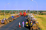Manifestaçao de produtores rurais fecha estrada no interior de Minas Gerais. 1995. Foto de Juca Martins.