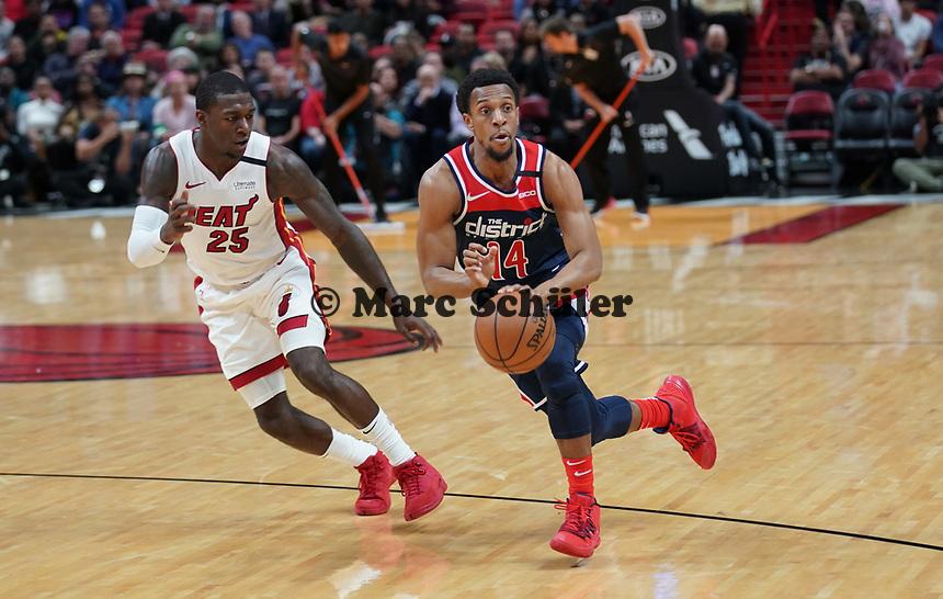 Ish Smith (G, Washington Wizards, #14) gegen Kendrick Nunn (G Miami Heat, #25) - 22.01.2020: Miami Heat vs. Washington Wizards, American Airlines Arena