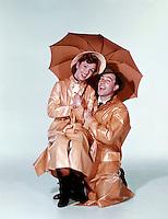 Prod DB © MGM / DR<br /> CHANTONS SOUS LA PLUIE (SINGIN' IN THE RAIN) de Stanley Donen et Gene Kelly 1954 USA avec Debbie Reynolds et Gene Kelly<br /> impermeable, parapluie<br /> come?die musicale MGM<br /> code 1546