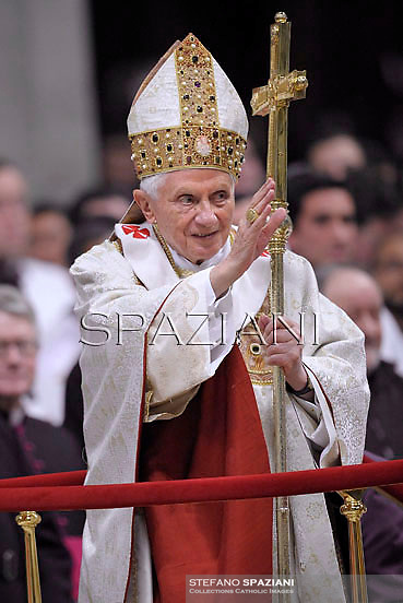 """Pope Benedict XVI """"feast of candles"""" during  Holy Mass for the Solemnity of the presentation of Our Lord at St Peter's basilica at the Vatican.  on Febraury 2, 2013"""