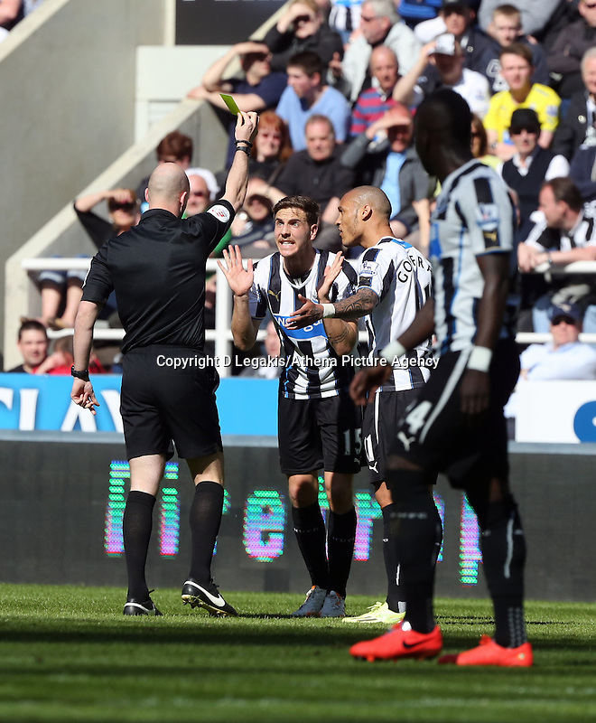 Pictured: Dan Gosling of Newcastle (C) is protesting to the match referee Anthony Taylor (L) for the yellow card being shown for the former's foul on Wayne Routledge of Swansea. Saturday 19 April 2014<br /> Re: Barclay's Premier League, Newcastle United v Swansea City FC at St James Park, Newcastle, UK.