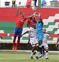 IPIALES-COLOMBIA ,28-09-2019.Carlos Henao (Izq.) jugador  del Deportivo Pasto disputa el balón con Juan Camilo Chaverra(Der.) jugador del Cúcuta Deportivo durante partido por la fecha 13 de la Liga Águila II 2019 jugado en el estadio Municipal de Ipiales./ Carlos Henao (L) player of Deportivo Pasto   fights for the ball with Juan Camilo Chaverra (R) of  Cucuta Deportivo during the match for the date 13 of the Aguila League II 2019 played at Municipal stadium in Ipiales city. Photo: VizzorImage/ Leonardo Castro / Contribuidor