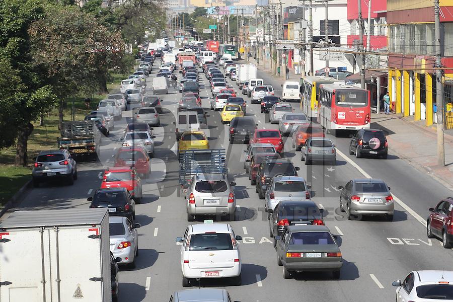 SAO PAULO, SP, 16.08.2013 -  TRANSITO SAO PAULO - Transito intenso na Av Alcanta Machado (Radial Leste) sentido bairro na tarde desta sexta-feira, 16. (Foto: Vanessa Carvalho / Brazil Photo Press).