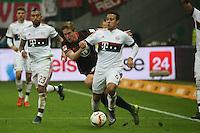 Bastian Oczipka (Eintracht) gegen Thiago (Bayern) - Eintracht Frankfurt vs. FC Bayern Muenchen, Commerzbank Arena