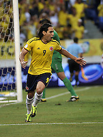 BARRANQUILLA - COLOMBIA - 11-06-2013: Radamel Falcao Garcia jugador de Colombia celebra el gol anotado durante partido en el estadio Metropolitano Roberto Melendez de la ciudad de Barranquilla, junio 11 de 2013. Colombia y Peru disputan partido en la fecha 14 de la jornada clasificatoria a la Copa Mundo FIFA Brasil 2014. (Foto: VizzorImage / Luis Ramirez / Staff). Radamel Falcao Garci player from Colombia celebrates the goal scored during a game in the Metropolitan stadium Roberto Melendez in Barranquilla, June 11, 2013. Colombia and Peru disputing a match on the date 14 of the qualifying for FIFA World Cup Brazil 2014. (Photo: VizzorImage / Luis Ramirez / Staff.)