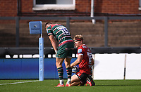30th August 2020; Kingsholm Stadium, Gloucester, Gloucestershire, England; English Premiership Rugby, Gloucester versus Leicester Tigers; Chris Harris of Gloucester after scoring under pressure from George Worth of Leicester Tigers