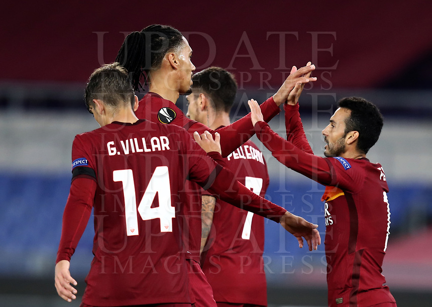 Football Soccer: UEFA Europa League UEFA Europa League Group A  AS Roma vs FCR Cluj, Olympic stadium, Rome, 5 November, 2020.<br /> Roma's Pedro Rodriguez (r) celebrates after scoring with his teammates during the Europa League football match between Roma and Cluj at the Olympic stadium in Rome on  5 November, 2020.<br /> UPDATE IMAGES PRESS/Isabella Bonotto