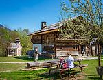 Oesterreich, Tirol, Wanderdorf Kramsach: Freilichtmuseum Tiroler Bauernhoefe - rechts der Zenzl's Hof, in der Mitte Franzl's Klaisa's Hof und eine Kapelle | Austria, Tyrol, Kramsach: open-air museum Tyrolean Farmhouses - at right Zenzl's farm, in the middle Franzl's Klaisa's farm and a small chapel to the left