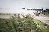 peloton creating a dust storm by themselves<br /> <br /> 91th Schaal Sels 2016