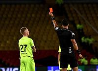 BOGOTÁ - COLOMBIA, 02–05-2018: Jhon Alexander Ospina,   (Der.), árbitro, muestra tarjeta roja a George Saunders (Izq.) jugador de Envigado F. C., durante partido aplazado de la fecha 16 entre Millonarios y Envigado F. C., por la Liga Aguila I 2018, jugado en el estadio Nemesio Camacho El Campin de la ciudad de Bogotá. / Jhon Alexander Ospina,  (R), referee, shows red card to George Saunders (L), player of Jaguares F. C. during a posponed match of the 16th date between Millonarios and Envigado F. C., for the Liga Aguila I 2018 played at the Nemesio Camacho El Campin Stadium in Bogota city, Photo: VizzorImage / Luis Ramírez / Staff.
