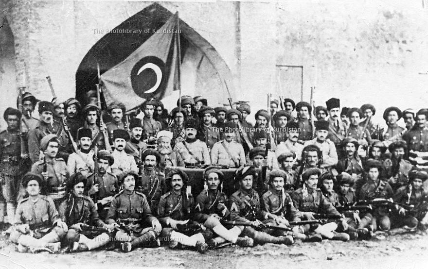 Iraq 1922. July 11th, Suleimania: The First Division of  the National Army taking oath to serve the Kurdish nation in front the flag of Sheikh Mahmoud   .<br /> Irak 1922 . le 11 juillet a Souleimania, la première division de l'armée nationale prétant serment devant le drapeau du gouvernement de Sheikh Mahmoud