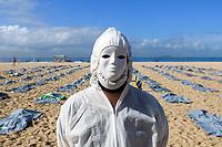 RJ. Rio de Janeiro.  30.04.2021 CORONAVIRUS ONG RIO DE PAZ faz protesto para sinalizar mais de 400.000 mortos pelo covid-19 no país. O protesto ocorre na praia de Copacabana,  zona sul. ( Foto: Ellan Lustosa / Codigo19).