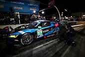#57 Heinricher Racing w/MSR Curb-Agajanian Acura NSX GT3, GTD: Alvaro Parente, Misha Goikhberg, Trent Hindman, pit stop