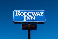 Rodeway Inn sign.