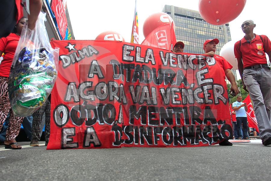 SAO PAULO,SP, 16.12.2015 - PROTESTO-SP - Ato contra o impeachment da presidente Dilma Rousseff se concentra no MASP, região da avenida Paulista, na zona central da cidade de São Paulo, nesta quarta-feira, (16). (Foto: Douglas Pingituro/Brazil Photo Press)