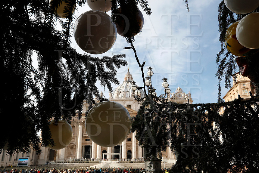 La Basilica di San Pietro vista attraverso i rami di un albero di Natale durante l'Angelus domenicale. Citta' del Vaticano, 3 dicembre, 2017.<br /> Sant Peter Basilica is seen through the branches of a Christmas tree during the Sunday Angelus noon prayer at the Vatican, on December 3, 2017.<br /> UPDATE IMAGES PRESS/IsabellaBonotto<br /> <br /> STRICTLY ONLY FOR EDITORIAL USE