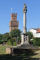 Almosenturm (14.JH.) und römische Jupitergigantensäule (1.-3. Jh.) in Obernburg am Main, Bayern, Deutschland