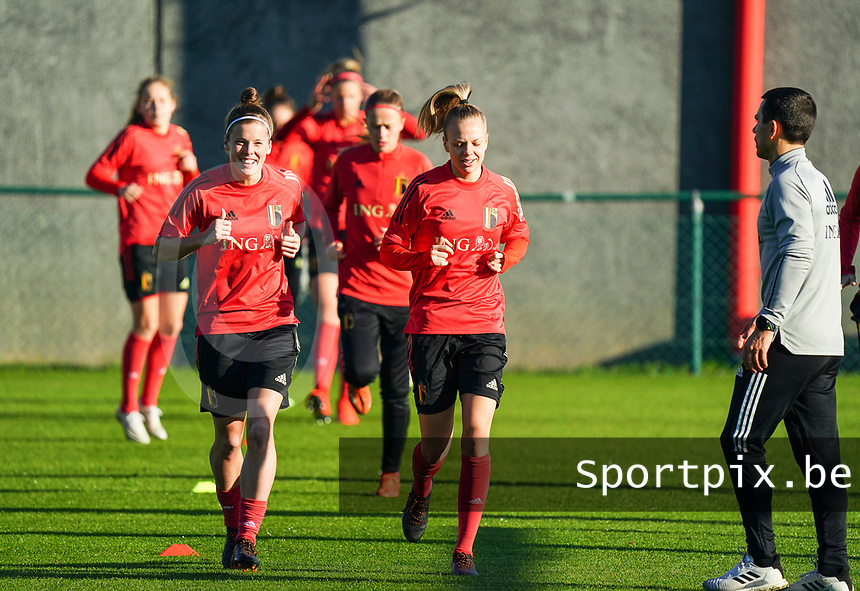 20200911 - TUBIZE , Belgium : Laura Deloose  and Sarah Wijnants pictured during the training session of the Belgian Women's National Team, Red Flames ahead of the Women's Euro Qualifier match against Switzerland, on the 28th of November 2020 at Proximus Basecamp. PHOTO: SEVIL OKTEM   SPORTPIX.BE