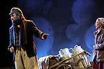 UN VIOLON SUR LE TOIT..Auteur : STEIN Joseph..Adaptateur : LAPORTE Stephane..Mise en scene : DESCHAUX Jeanne..Decor : TAPIERMAN Serge..Avec :..WILMET Alain:TEVYE le laitier..NOBLES Dominique:GOLDE la laitiere..Lieu : Le Palace..Ville : Paris..Le : 18 02 2010..© Laurent PAILLIER / photosdedanse.com..All rights reserved