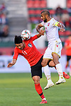 Hwang Heechan of South Korea (L) fights for the ball with Abdulwahab Ali Alsafi of Bahrain (R) during the AFC Asian Cup UAE 2019 Round of 16 match between South Korea (KOR) and Bahrain (BHR) at Rashid Stadium on 22 January 2019 in Dubai, United Arab Emirates. Photo by Marcio Rodrigo Machado / Power Sport Images