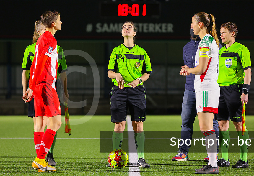 Match referee Irmgard van Meirvenne throws up the coin before a female soccer game between Oud Heverlee Leuven and Standard Femina De Liege on the 10th matchday of the 2020 - 2021 season of Belgian Womens Super League , sunday 20 th of December 2020  in Heverlee , Belgium . PHOTO SPORTPIX.BE | SPP | SEVIL OKTEM